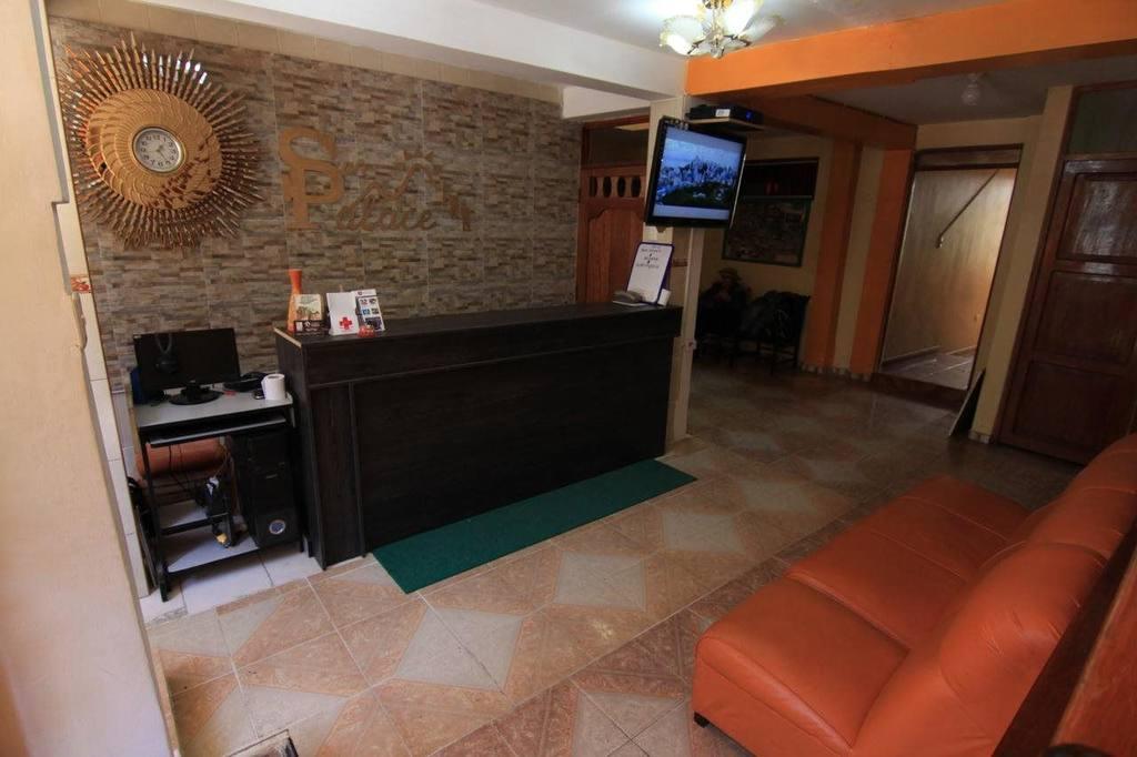 Hostal Sun Palace Inn