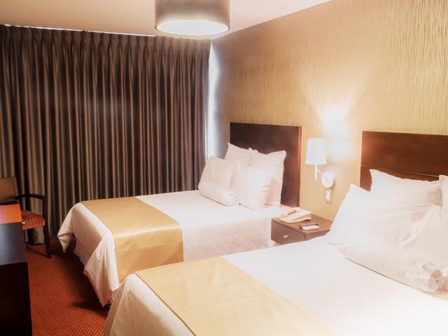 Hotel Thunderbird Carrera Lince